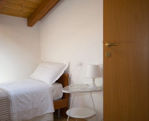 % bedroom with 2single beds7 Apartlar