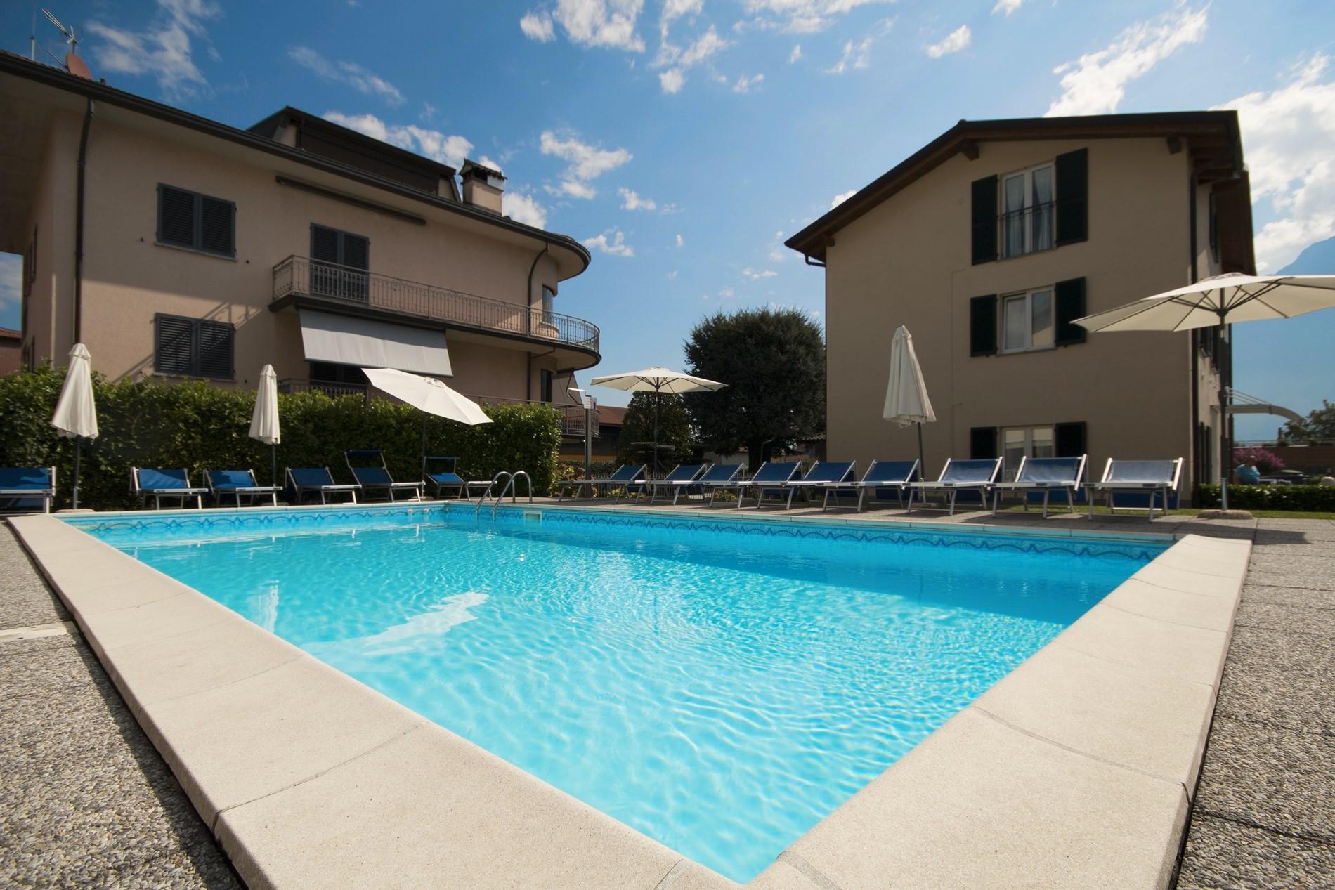 % pool Home